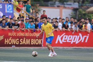 Lỡ hẹn AFF Cup 2018, Hồ Khắc Ngọc khiến khán giả 'mê mệt' sân phủi