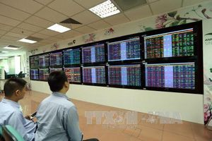 Chứng khoán ngày 15/10: Áp lực bán dâng cao, cổ phiếu lại đỏ sàn