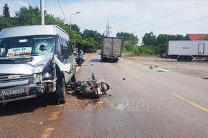 Xe máy va chạm xe khách ngược chiều, một người tử vong tại chỗ