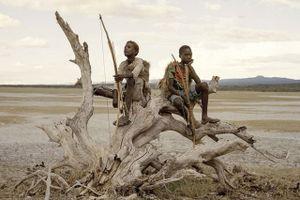 Bộ tộc thích ăn thịt khỉ đầu chó, có tài săn bắn 'thần sầu'