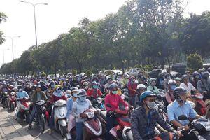 TP.HCM: Kẹt xe kinh hoàng vì phong tỏa hầm vượt sông Sài Gòn
