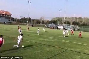 Con trai C.Ronaldo solo ghi bàn tuyệt đỉnh!