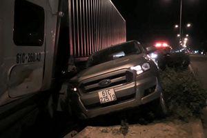 Bình Dương: Container 'điên' tông loạt ô tô đang dừng chờ đèn tín hiệu