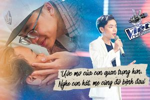 Rơi nước mắt ngày gặp lại con trai, mẹ Minh Nhật nghẹn ngào: 'Nghe con hát, mẹ cũng đỡ bệnh đau'