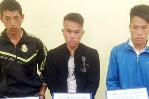 Ba anh em bị bắt cùng 9 bánh heroin trên xe khách