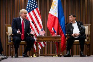 Ly kỳ Tổng thống Trump thoát khỏi âm mưu ám sát khi tới Philippines