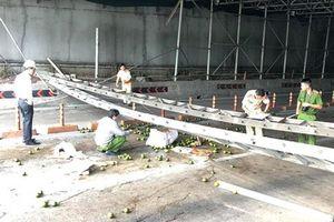 Sập giàn giáo trước hầm Thủ Thiêm, giao thông Sài Gòn tê liệt