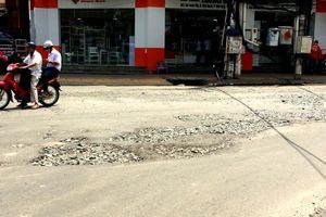 An Giang: Nhiều 'ổ gà' ở tuyến đường trung tâm thành phố