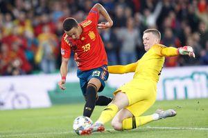 Tây Ban Nha thua Anh 2-3: Hàng công chân gỗ báo hại 'Bò tót'