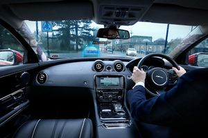 Công nghệ 'Cột A trong suốt' của Jaguar Land Rover