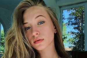 Hot girl Nga 17 tuổi đã có thân hình nóng bỏng, vòng eo con kiến