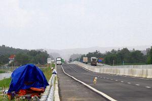 Ngổn ngang trên cao tốc Đà Nẵng - Quảng Ngãi