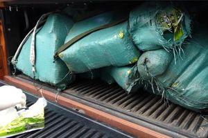 Nóng: Bắt vụ vận chuyển 'khủng' 308,6 kg ma túy đá trên quốc lộ 1A