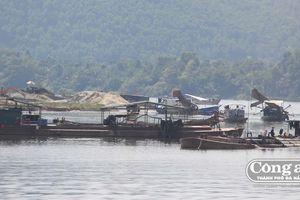 Nhức nhối nạn khai thác cát sỏi ở bãi bồi Lương Quán
