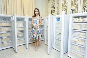 Bất chấp cảnh báo mầm bệnh, bà mẹ tặng 15 tủ lạnh sữa vắt sẵn