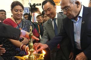Đại sứ Phạm Sanh Châu tham dự khai mạc Hội chợ Quốc tế Lụa tại Ấn Độ