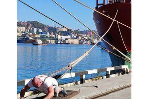 Người khỏe nhất nước Nga kéo tàu 11.000 tấn