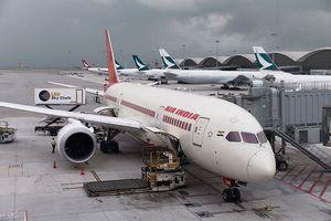 Nữ tiếp viên hàng không Ấn Độ bất ngờ rơi khỏi máy bay