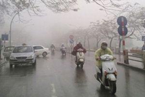 Gió mùa Đông Bắc kết hợp với mưa khiến miền Bắc lạnh hơn