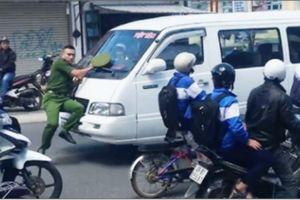 Bị chặn bắt, xe khách ủi cảnh sát hàng trăm mét trên phố Đà Lạt