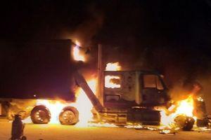 Quảng Ninh: Đỗ cạnh cây xăng, xe container bỗng dưng bốc cháy