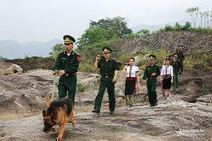 Huấn luyện bảo vệ biên giới cho cán bộ Bộ CHQS tỉnh Bolykhamxay – Lào