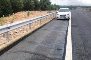 Xuất hiện nhiều vết dầu loang trên mặt đường cao tốc Đà Nẵng-Quảng Ngãi