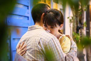 Chàng trai khiến Hari Won rơi lệ lại chính là người vừa làm Lâm Khánh Chi… 'sống dở chết dở'