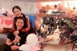 Sau khi công bố kết hôn, Triệu Lệ Dĩnh đăng ảnh ôm Phùng Thiệu Phong, cười viên mãn trong tiệc sinh nhật