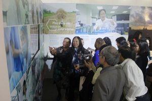 Khai mạc triển lãm 'Cháy mãi những đam mê' tôn vinh các nhà khoa học nữ