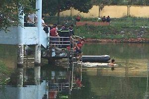 Chèo thuyền ra giữa hồ rồi bị lật, 2 học sinh chết đuối