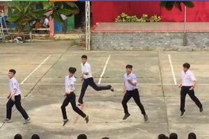 'Phát sốt' clip nhóm nam học sinh nhảy múa cực 'sexy' làm quà tặng 20/10