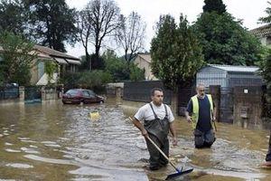 Pháp: Lũ lụt bất ngờ khiến ít nhất 10 người thiệt mạng