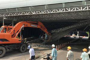 Triệu tập tài xế xe tải kéo sập giàn giáo hầm Thủ Thiêm