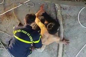Nghẹt thở giải cứu thanh niên bị ngáo đá cố thủ trên cầu Thuận Phước