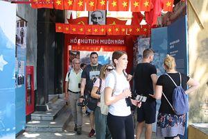 Hàng nghìn du khách đến với trưng bày 'Hà Nội ngày trở về'