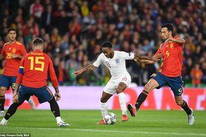 Tây Ban Nha thua trận đầu tiên dưới thời Luis Enrique