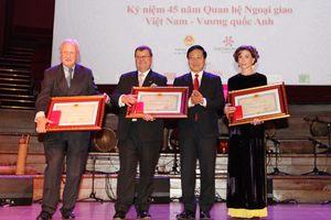 Công bố trao Huy chương Hữu nghị cho Giám đốc Tổ chức Facing The World
