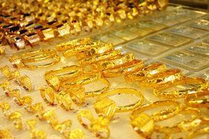 Vàng SJC đắt hơn thế giới 1,8 triệu đồng/lượng