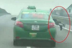 Lái xe đâm, hất cảnh sát lên capo có thể bị xử lý về tội 'giết người'