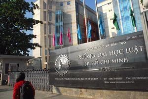 Hàng trăm sinh viên ĐH Luật TP.HCM có nguy cơ bị đuổi học