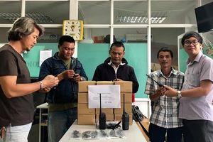 Nhóm 'hiệp sĩ' TPHCM được tặng bộ đàm để phòng chống tội phạm đường phố