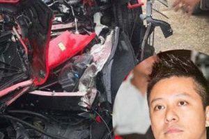 24h HOT: Tuấn Hưng gặp tai nạn, siêu xe 15 tỷ nát đầu