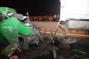 Tai nạn giao thông nghiêm trọng trên cầu Cần Thơ, ba người tử vong