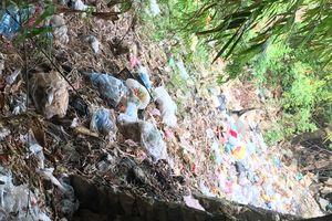 Ô nhiễm rác chợ ven sông