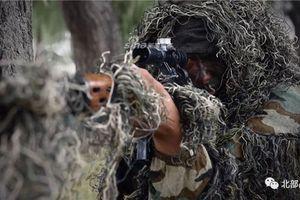 Kỳ lạ lính bắn tỉa Trung Quốc tập trận với súng Dragunov