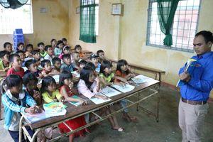 Lớp học tiếng Anh miễn phí ở buôn làng