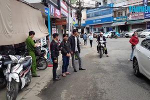 Nữ du khách bị cướp điện thoại khi tự chụp hình ở Đà Lạt