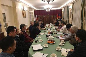 ĐSQ Việt Nam tại Ba Lan tháo gỡ khó khăn cho cộng đồng người Việt