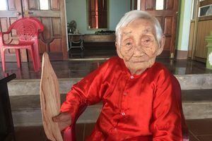 Mẹ Việt Nam Anh hùng 101 tuổi vẫn ngâm và sáng tác thơ